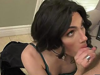 Thick Ts Superstar Ariel Demure Shecock Gets A Sloppy Bj
