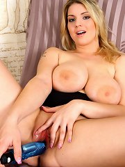 Chubby hot girl playing with clit