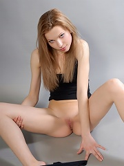 Zemani.com Kira E - Young artistic beauty take off her black T-shirt and shorts and seduces you with her body and feelings.