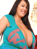 Busty Leanne Crow shows her tits