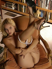 Super hot slowly strips to reveal her sexy body