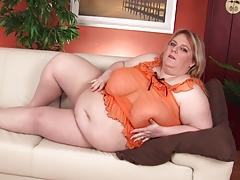 Blonde Amateur-BBW-Granny Dildoing
