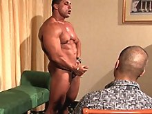 Melvin is a real muscle worshipper who finally got to explore his deepest desires. Worshiping Yummi Cosmin!