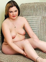 Fat brunette poses with her bare hips spread wide