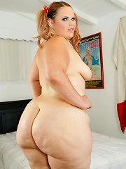 Fat chick with a giant ass blows a stiff love pole