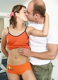 This Shy Teen Girl Loves Her Man Meat Huge! Teen Porn Pix