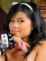 Cute Filipina Mary totally naked