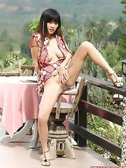 Busty Jenny Lee Lunch Date Masturbation